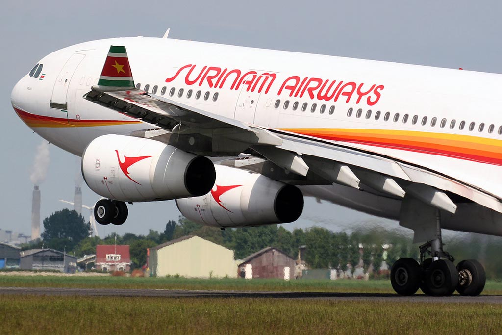Airbus A340 van Surinam Airways SLM1