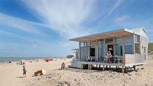 Strandhuisje in Cadzand in Zeeland 1