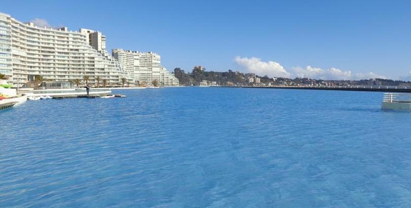 Het grootste zwembad ter wereld - Nachtkastjes van de wereld ...