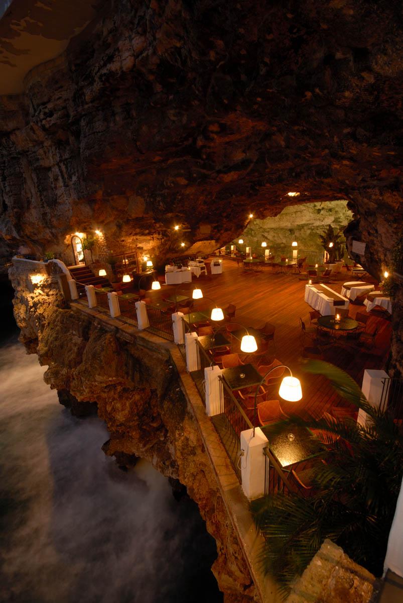 Romantisch Hotel In Een Grot Met Uitzicht Op Zee